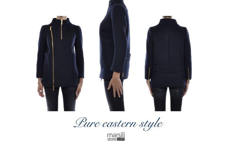 Pannolana, zip oro, tasche a toppa, collo coreana e cinturina fissa: perfezione orientale.  http://bit.ly/1vf8zUd #outfit #madeinitaly #fashion #moda #originalwinter