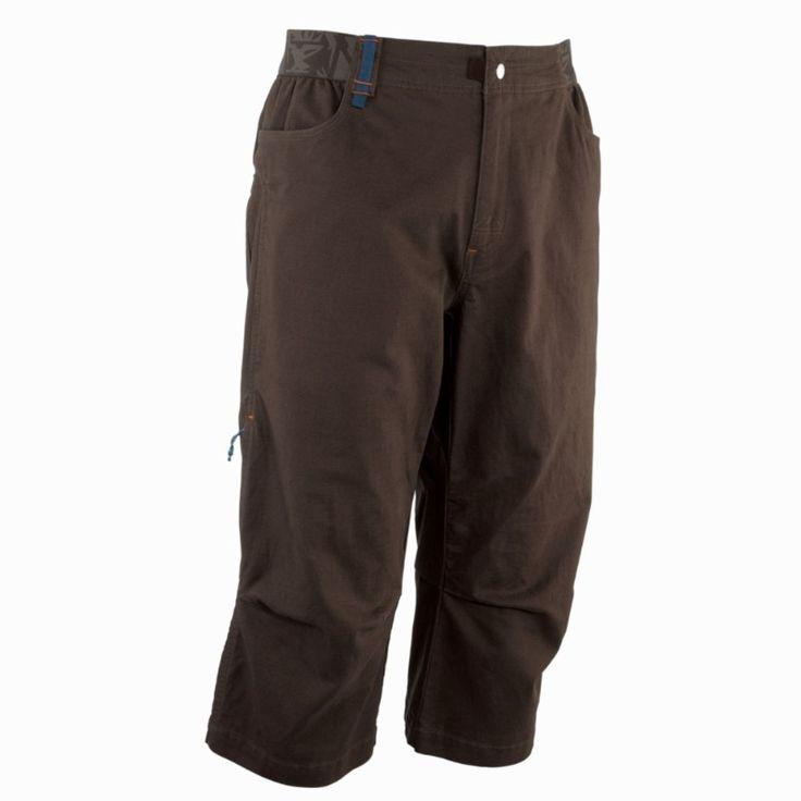 Pantalón pirata Hombre. Concebido para escalada tanto en sala como en roca. Pantalón pirata resistente de corte amplio.