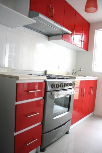 Cocina roja y gris