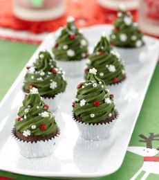 #Christmas #Tree Mini Mud Cakes - Mini mud #cakes are enjoyed by everyone #christmas To view the #CADBURY product featured in this recipe visit https://www.cadburykitchen.com.au/products/view/cadbury-melts/