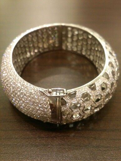 Bangle.diamonds full set.18k