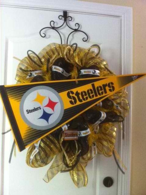 Pro Team Wreaths... Custom Order... $85: Football Season