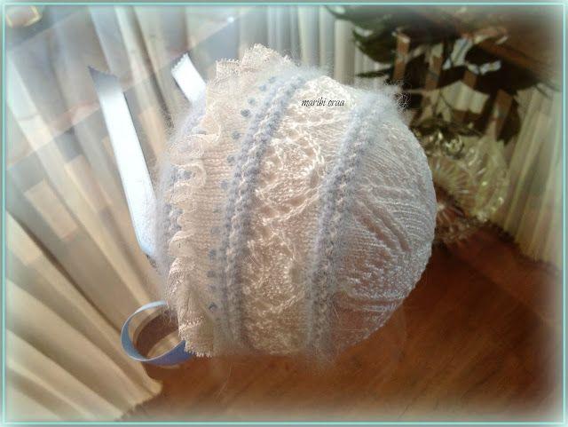 En lana, perlé y angora para bebé: Tutorial capota bebé. Talla 0-3 meses. Angora azul y perlé blanco.