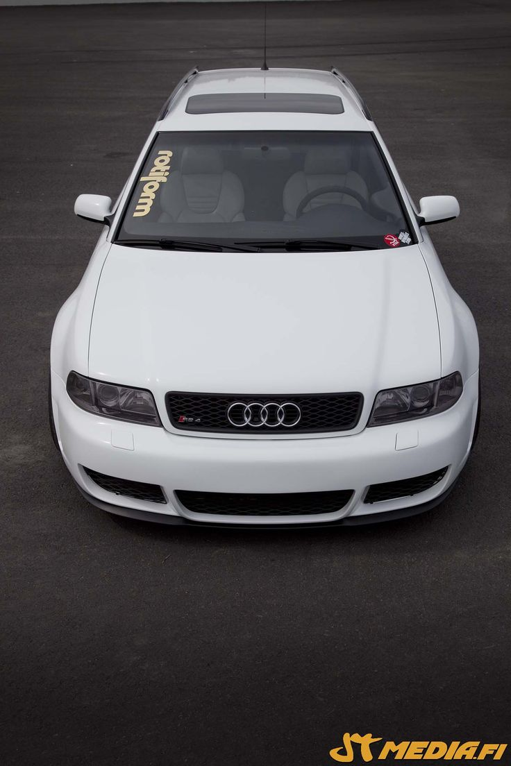 Audi RS4 wrapped gloss white by http://shop.eteippi.fi/