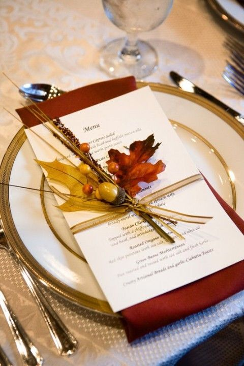 Use the nature as placecards and menu decorations - elegant idea that brings a touch of autumn to the table.
