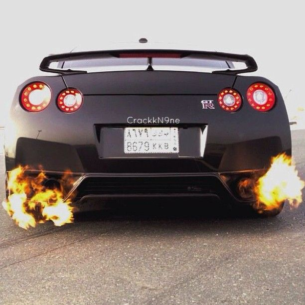 Burn Baby Burn Nissan GTR Japanese ppl know how to build AWESOME AND THE BEST cars ever