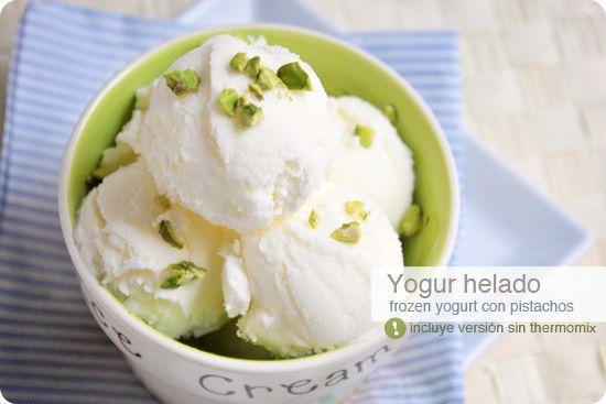 Helado de yogur casero. Muy fácil y apetitoso. Aquí con yogur griego azucarado, pero dicen que los yogures probióticos del LIDL (pack de 4 color azul) saben a Llao Llao...