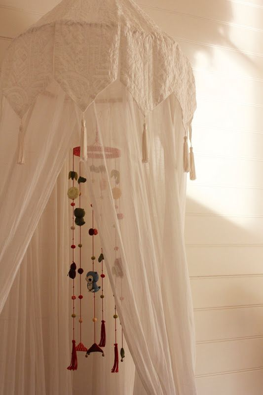 How lovely and cute is this room? Eulalie'smother decorated it with love and lots of inpiration. Soft...