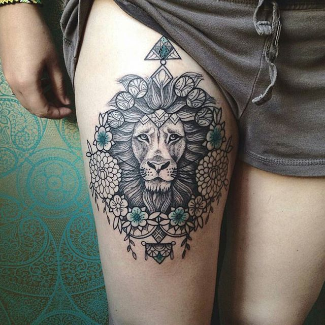 """O que você acha de tatuagem na coxa?  Tatuagem feita por <a href=""""http://instagram.com/carolinekarenine"""">@carolinekarenine</a>"""