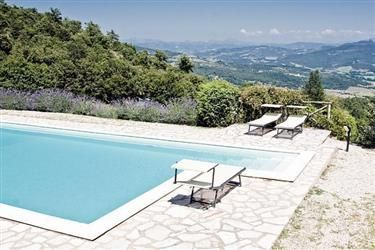 Casa Girasole in Cortona, Toscane, Italië.  http://www.micazu.nl/vakantiehuis/italie/toscane/cortona/casa-girasole-10030/