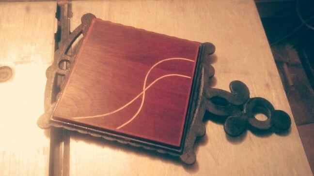 Incrustación, acabado natural, nazareno - incienso - hilos de guayacán... Hand made...