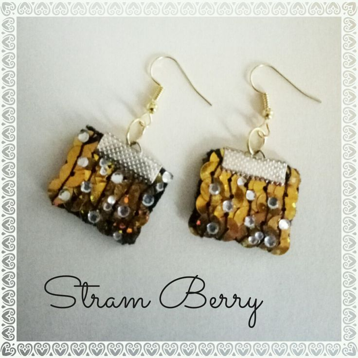 Orecchini con strass dorati : Orecchini di stram-berry