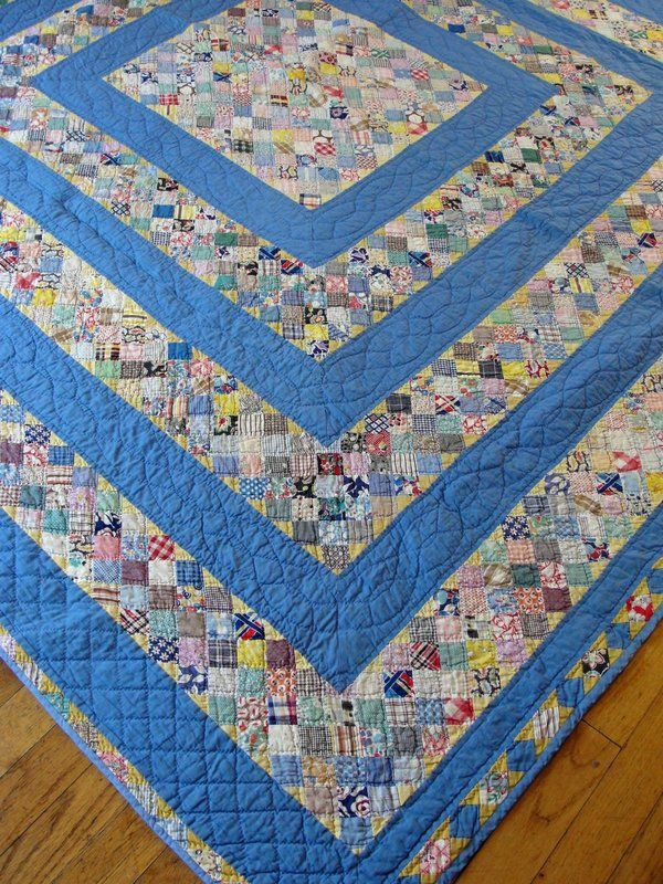 Vintage blue chain quilt from the 1930-40s, spotted at Ebay