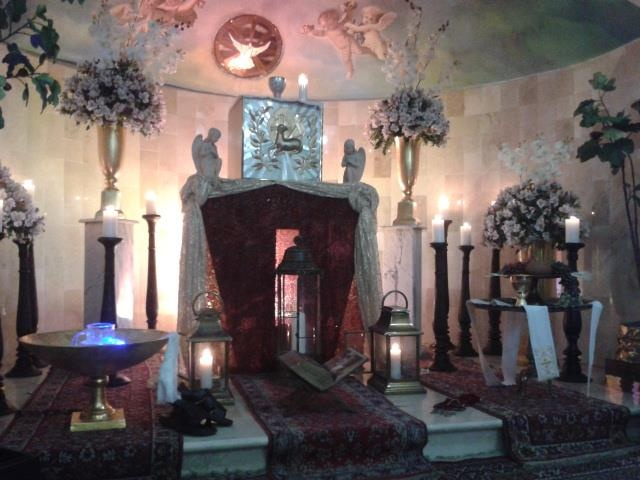 Exposition Of the Blessed Sacrament on Holy Thursday. Parroquia Divina Providencia. Santo Domingo, Dominican Republic.
