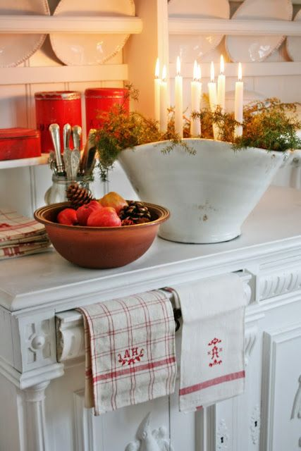 DIY::  Christmas Comes to a Farmhouse Kitchen
