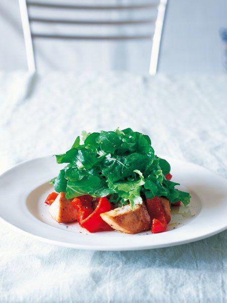 一緒にフライパンで焼けば、パプリカの甘みがかじきに付いて風味アップ|『ELLE a table』はおしゃれで簡単なレシピが満載!