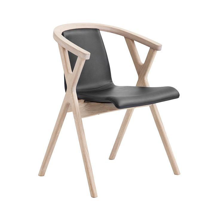 Mr. X stol från danska Casö designad av prisbelönte spanjoren Enrique Martí Aguilera. Mr. X stol har en härlig komfort och en exklusiv design. Vitoljad ek/ svart läder.
