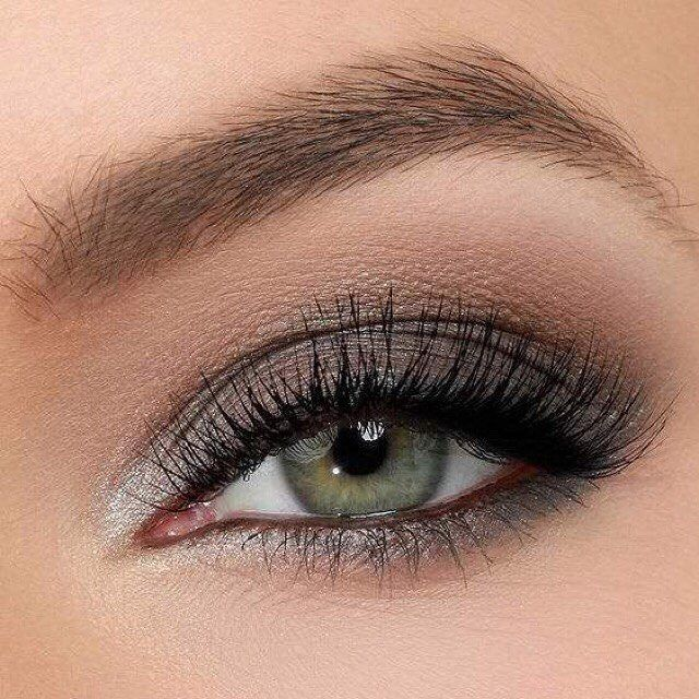 Το πιο ωραίο smokey eye μόνο με τις υπηρεσίες του @homebeaute στο σπίτι σας! Για κρατήσεις στο τηλέφωνο  21 5505 0707! . . . #γυναικα #myhomebeaute  #ομορφιά #καλλυντικά #καλλυντικα #μακιγιαζ #κραγιόν #κραγιον #makeup #μωβ #χειλη #ομορφια #μακιγιάζ #smokeyeyes #πρασινο #γκρι