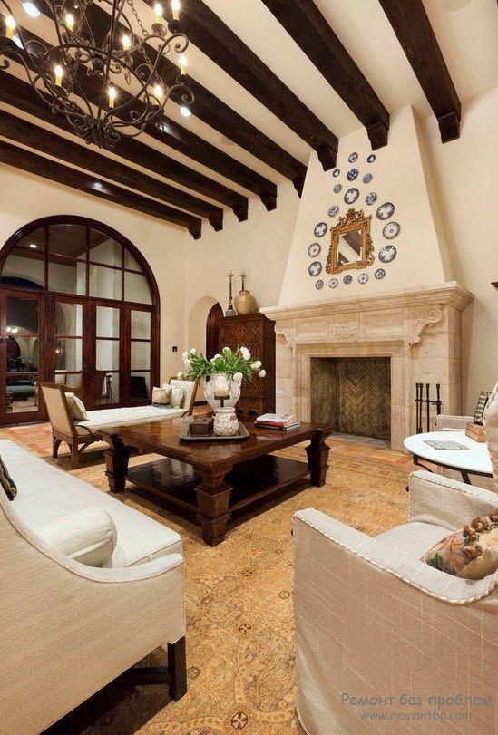 Камин в гостиной средиземноморский стиль