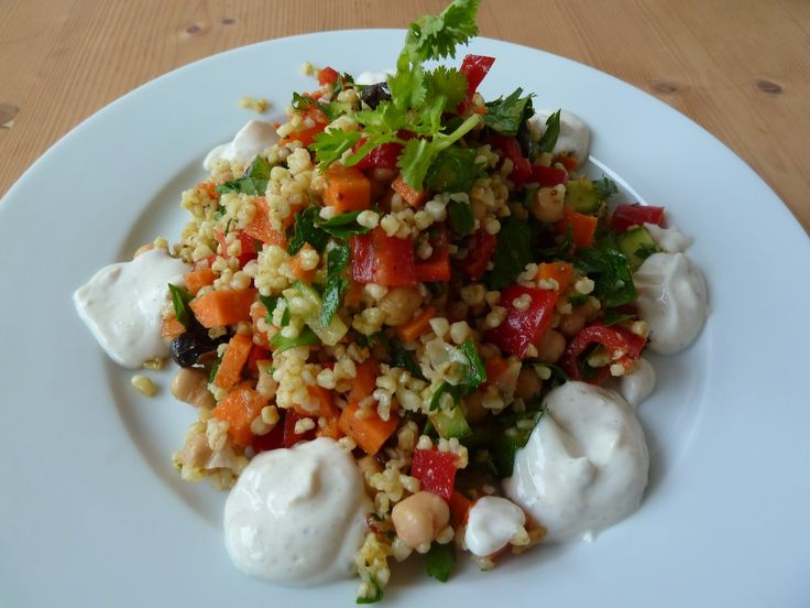 Dieser Bulgursalat sieht wirklich absolut köstlich aus, liebe Saisongärtnerin!  http://saisongaertnerin.blogspot.de/2014/11/vegan-wednesday-der-118te.html