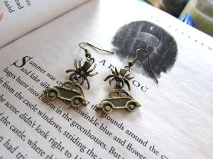 Follow The Spiders Earrings  Harry Potter Inspired by cataclysmos OMIGOSH I WANT THESE SO BAD!!! HOW AMAZING??