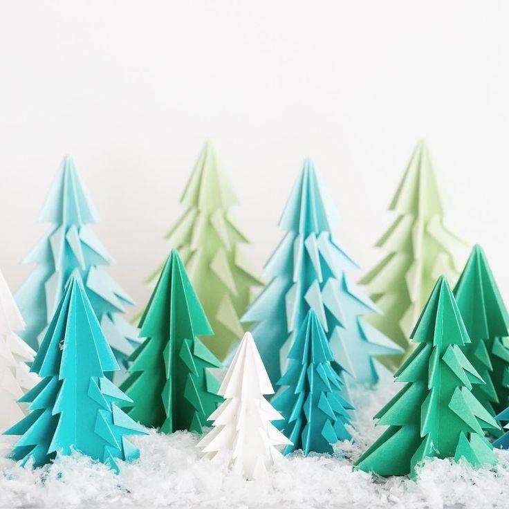近づくクリスマス。その日をワクワクと待ち望んでいる子供と一緒に、折り紙でクリスマスのモチーフを作って遊んでみませんか?100円ショップで売っている折り紙で、クリスマスツリーやサンタクロース、トナカイや雪だるまといったオーナメントが簡単に手作りできますよ♪クリスマスの折り紙でお部屋を飾り付ければ、インテリアとしても楽しめます。わかりやすい動画つきなので、見ながらチャレンジしてみてくださいね♪