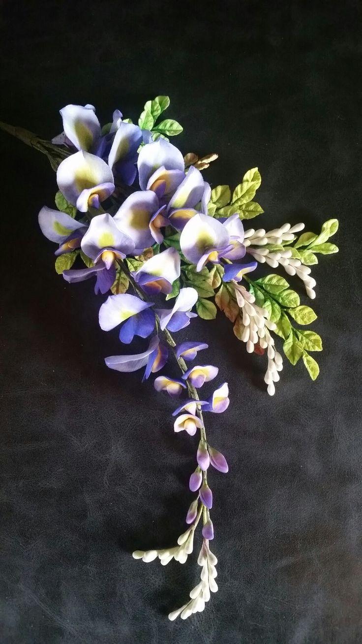 Wisteria in flowerpaste by Carmen Sweetness