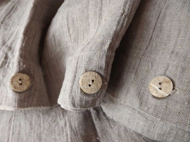 Beautiful buttons for this linen duvet. Perfect combination.