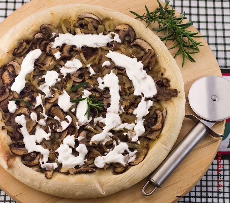 My Cooking Idea. Ricette vegetariane e vegane, dolci e dessert.: Pizza in teglia con panna e funghi