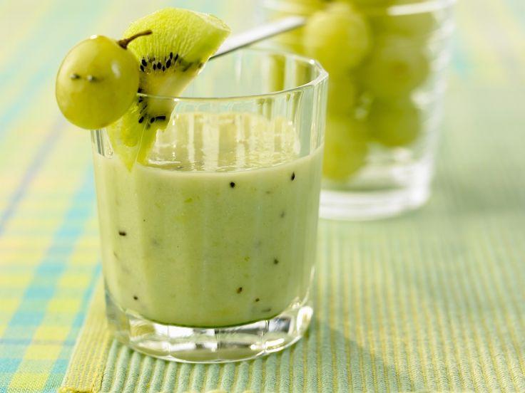 Fruchtig und cremig! Kiwi-Smoothie mit Trauben - smarter - Kalorien: 146 Kcal - Zeit: 25 Min. | eatsmarter.de