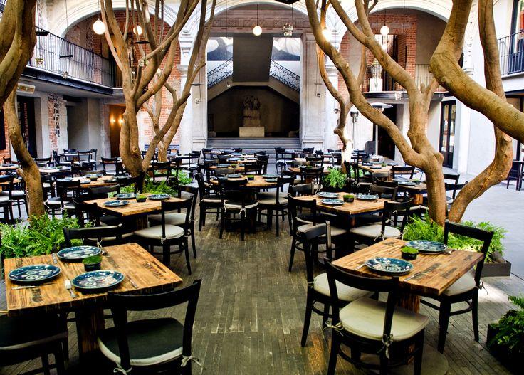 Comeremos al Azul Histórico que es un buen restaurante. El restaurante es en un hotel en el centro de México.