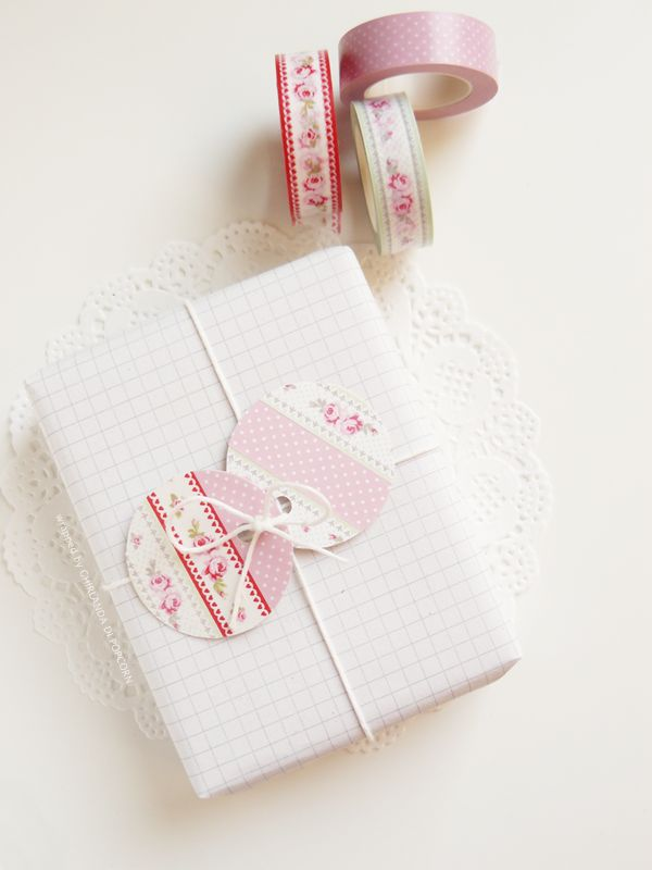 DIY: How to make simple round Washi Tape Gift Tags. (There is a photo tutorial. But you might need Google Translate)