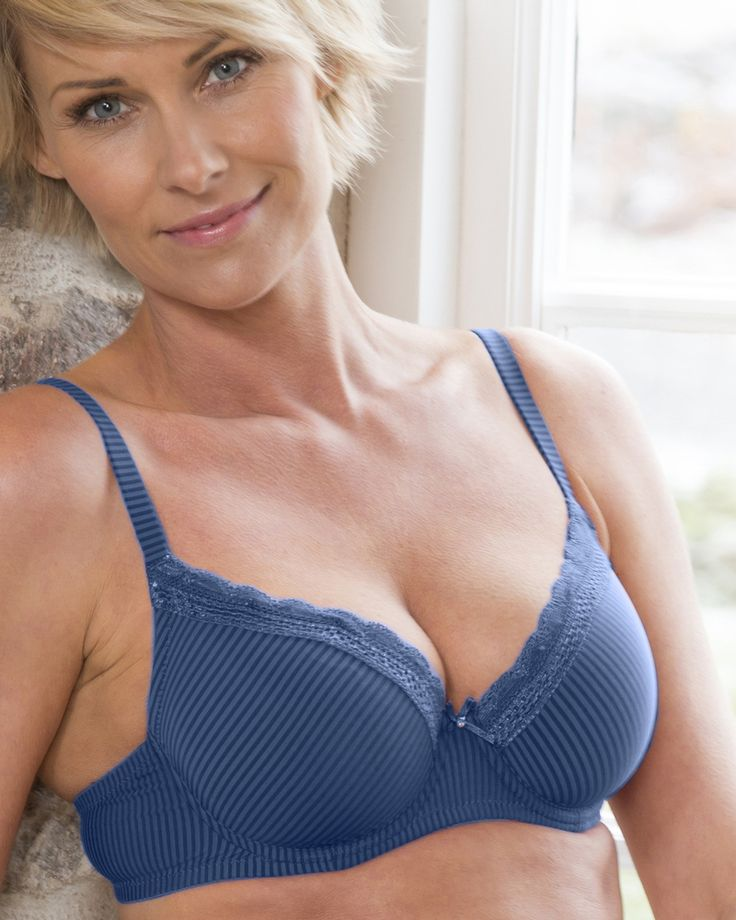 Laila padded underwire bra in blue from Trofé Sweden