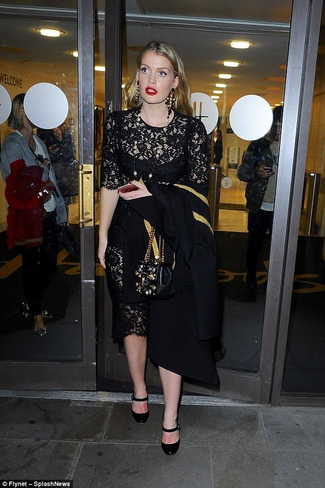 Christmas at Harrods, Lady Kitty for Dolce&Gabbana's fashion show   Buy ➜ https://shoespost.com/christmas-harrods-lady-kitty-dolcegabbanas-fashion-show/