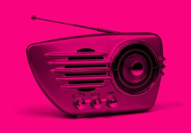 SI F.M. ha organizado su gala aniversario, la cual será retrasmitida, con actuaciones en directo. Cuatro horas dónde la protagonista será la música pop, rock, blues, reggae, jazz, música disco y el mejor pop-rock de los 80 y los grupos destacados de los 90…  Rolenzos, The New Wave, The Fried Potatoes, Los Vinilos... entre otros grupos y artistas, serán entre otros los encargados de hacer vibrar los tímpanos.  Colaboran  Ayuntamiento De Almería | Ayuntamiento de Roquetas de Mar | Diputación…