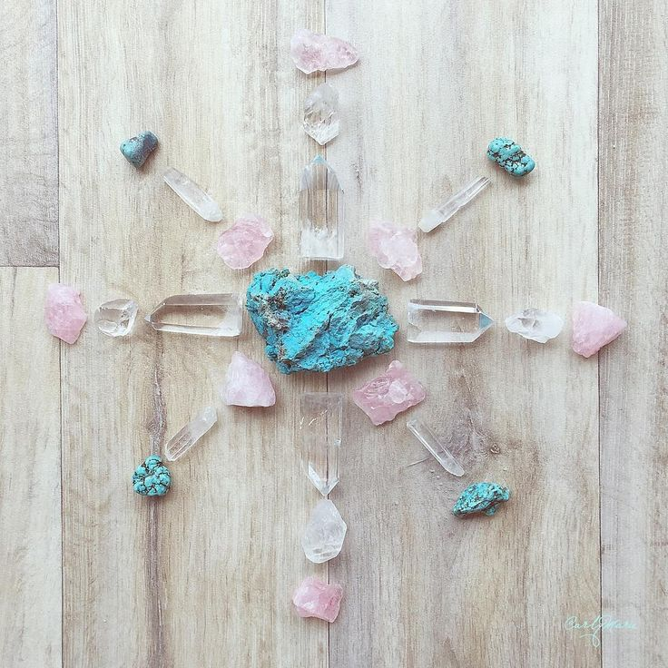 This has been my crystal grid for pregnancy and infant loss awareness month. Stones for communication, expression, peace, love, clarity and protection  #whathealsyou #crystalgrid #clearquartz #turquoise #chrysocolla #rosequartz