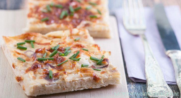 Backen macht glücklich | Zwiebelkuchen vom Blech: einfach and vegetarisch | http://www.backenmachtgluecklich.de