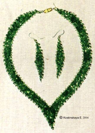 - Зеленое ожерелье и серьги. 1994