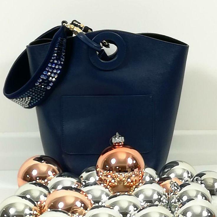 E' sabato ❤️ Scegli oggi il tuo regalo di Natale 🎁 ➡ www.RICCISHOP.it #pinko #borsa #donna #accessori #regalo #nuova #borse #secchiello #comoda #pratica #bella #mipiace #molise #stile #blu #adoro #love #belle #style #nuovaborsa #nuovacollezione #sconto #saldi #natale #sconti #regalidinatale