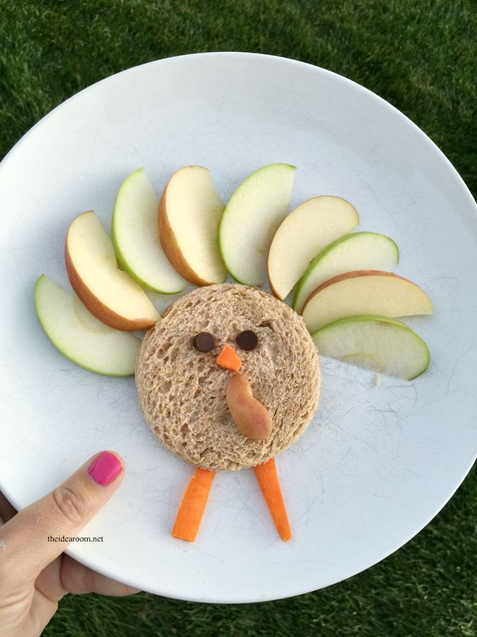 Looking for a fun way to get your kids to eat healthier snacks? Try some of these fun Kids Snack ideas like this turkey snack and sandwich!