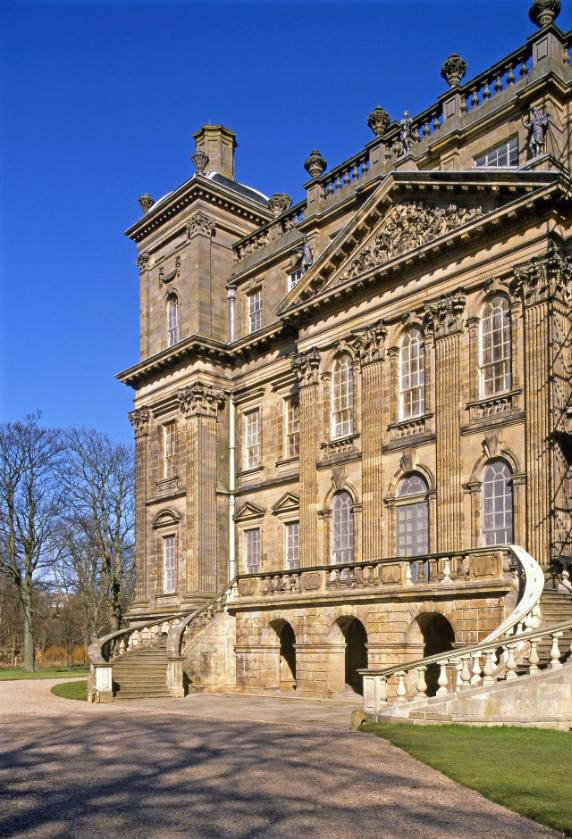 Fancy getting married in a Georgian mansion? With gilt interiors and gorgeous grounds, Duff House could be just what you're looking for! #history #weddings #Scotland