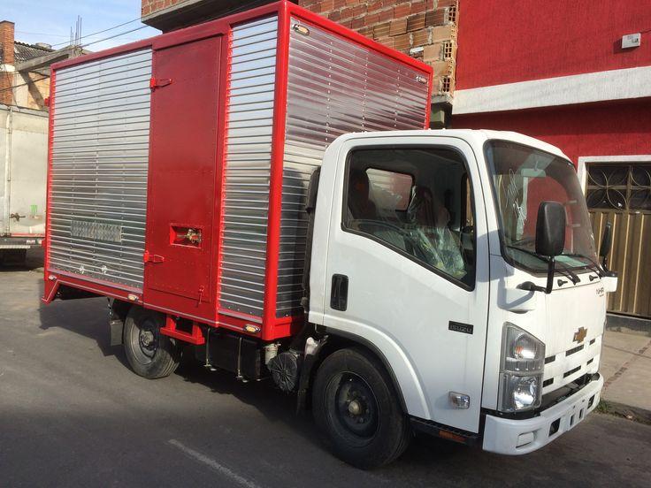 Furgón Carga seca para transporte de paquetes medidas: largo 3.30 mts., ancho 2.00 mts., alto 2.00 mts. valor $ 5.800.000 Carrera 26B No. 26-27 sur Bogotá Colombia celular 3143196023.