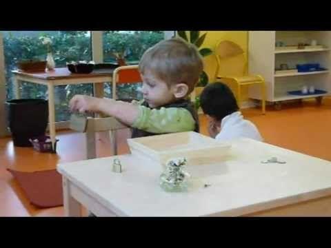 ▶ Les périodes sensibles et la pédagogie Montessori - YouTube