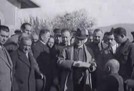 Nefesinizi tutarak izleyeceksiniz... 1930 yılı ve Atatürk İşte Mustafa Kemal Atatürk'ün 1930'lara ait görüntüleri... http://www.cumhuriyet.com.tr/video/video/207107/Nefesinizi_tutarak_izleyeceksiniz..._1930_yili_ve_Ataturk.html