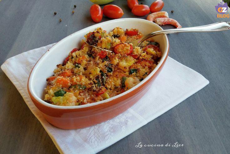 Questo couscous gratinato con verdure e gamberi è un leggero ma nutriente primo piatto molto gustoso, ottimo da servire anche come piatto unico. - 17/11/2016