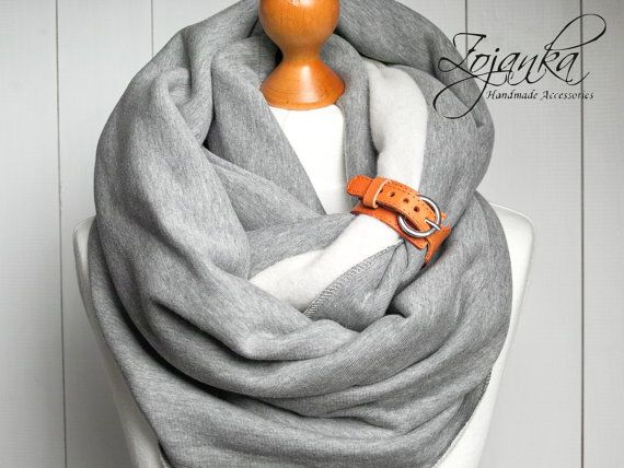 EXTRA CHUNKY Infinity Scarf with leather cuff hooded by Zojanka