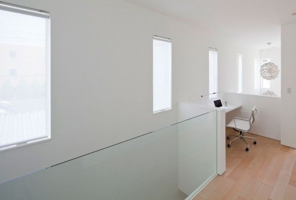 Space Room from White Modern Interior Design by RCK Design in Tokyo 600x406 White Modern Interior Design by RCK Design in Tokyo