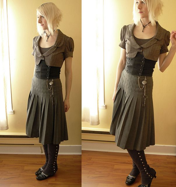 casual / everyday steampunk - don't think pleats are stitched all the way down they are caught at intervals which gives the wavy effect in top part of skirt