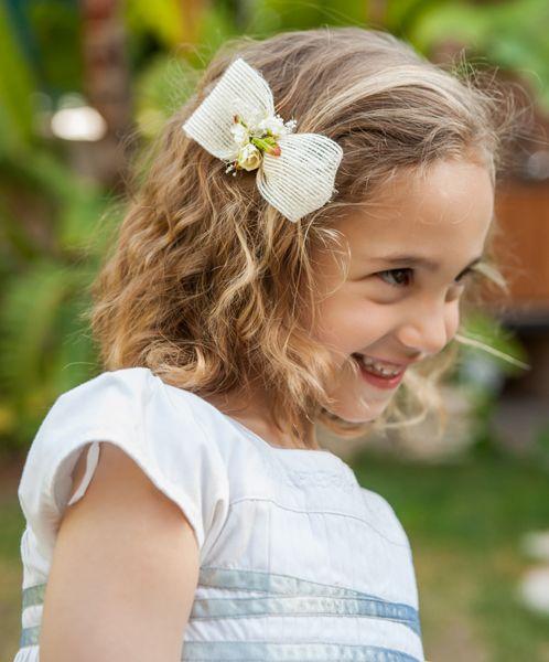Tocadito de tela de saco marfíl con flores secas. Tocado para niña o bebé realizado de forma artesanal con tela de saco y flores secas