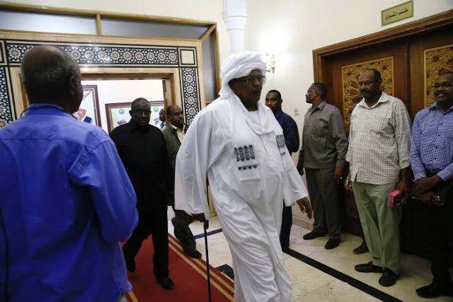 Sudan angkat Perdana Menteri lagi  Hassan Saleh ditunjuk sebagai Perdana Menteri pertama oleh Presiden Sudan (Reuters)  Presiden Sudan Omar Hassan al-Bashir menunjuk mantan wakil presiden dan sekutu lamanya Hassan Saleh menjadi Perdana Menteri Rabu (1/3). Ini menjadi kali pertama Sudan memiliki Perdana Menteri sejak Bashir berkuasa tahun 1989 silam. Bashir menaiki kekuasaan lewat kudeta yang didukung militer dan Islamis. Saleh adalah salah satu anggota kemanan yang berperan dalam kudeta itu…